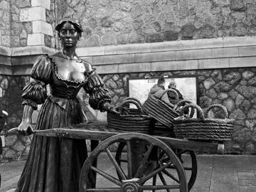 Molly Malone statue, also known as The Tart With the Cart