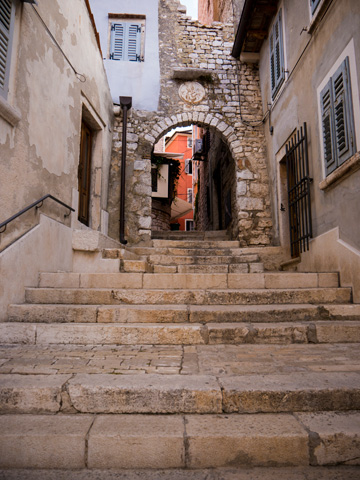 Entrance to the stari grad in Rovinj, Croatia