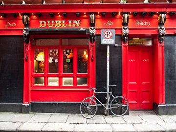 A bicycle outside of a pub in Dublin, Ireland