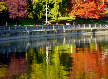 The colorful trees of autumn are reflected in the waters lining Stanley Park in Vancouver, BC
